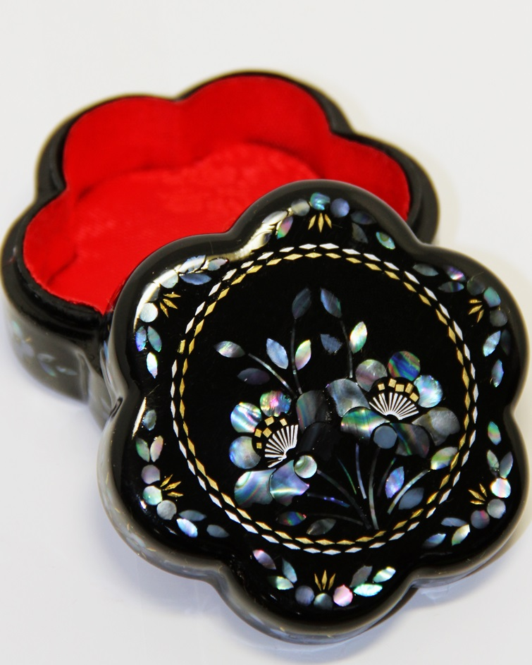 Traditional Chinese Plum Flower Shaped Trinket Box